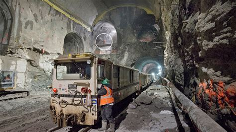 Incredible Images Of The Massive New Tunnels Hollowing New York City  Gizmodo Australia