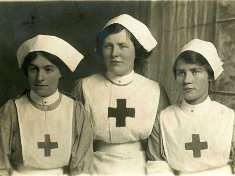 Nurses Don Throwback Uniforms