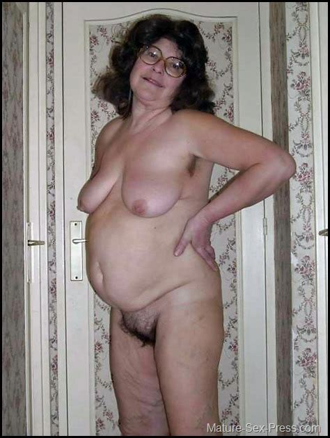 Swollen Belly Hairy Cunt Older Lady Posing Naked Mature