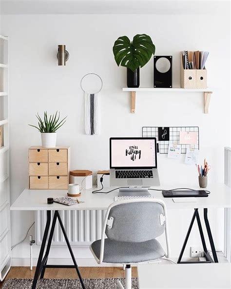 bureau tendance chaque chose a sa place dans ce coin bureau à la déco