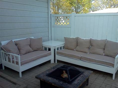 Simple White Outdoor Sofa And Loveseat