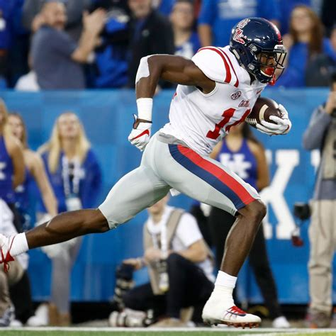 projecting  dk metcalf  land  day