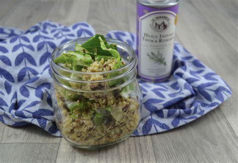cuisiner un chou fleur salade de quinoa aux feuilles de chou fleur et graines de