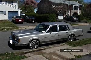 1989 Lincoln Town Car Base Sedan 4