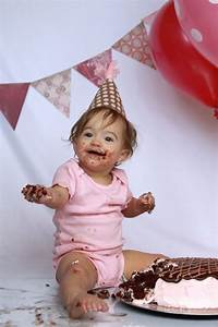 DIY Cake Smash photoshoot: get awesome photos of baby's first birthday at home! - It's Always Autumn
