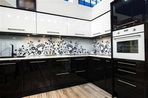 cuisine noir et blanche cuisine blanche et 35 photos et idées déco surprenantes