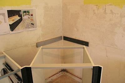 plan de travail d angle cuisine installer le meuble d angle monter une cuisine am 233 nag 233 e linternaute