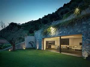 Terrasse Am Hang : modernes haus in bergamo esszimmer mit blick auf terrasse ~ Lizthompson.info Haus und Dekorationen