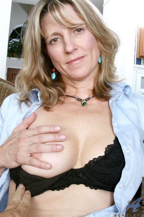 Blonde Milf Berkley Rubbed Her Juicy Cunt In Pov Porn Tv