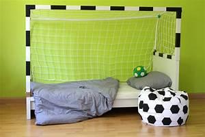 Bett Für Kinderzimmer : diy fussball bett f r kinder leonie l wenherz ~ Frokenaadalensverden.com Haus und Dekorationen