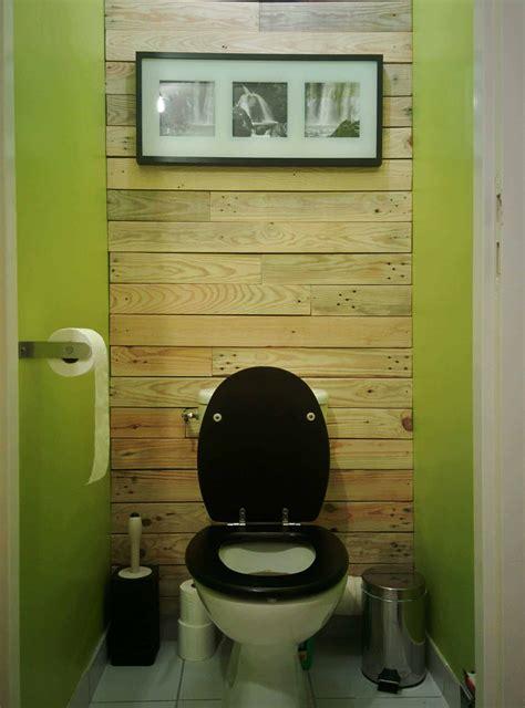 decoration de mur en bois de palettes toilet pallet wall