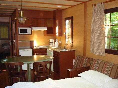 chalet davy crockett disney bedroom 1 with travel cot picture of disney s davy crockett ranch bailly romainvilliers
