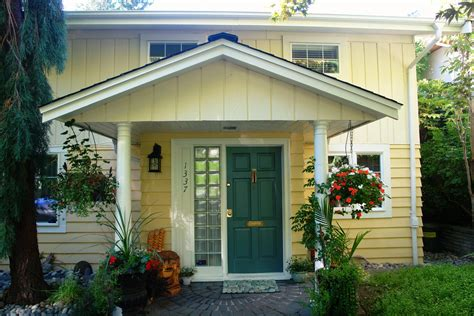 exterior house color combinations yellow exterior paint colors combinations