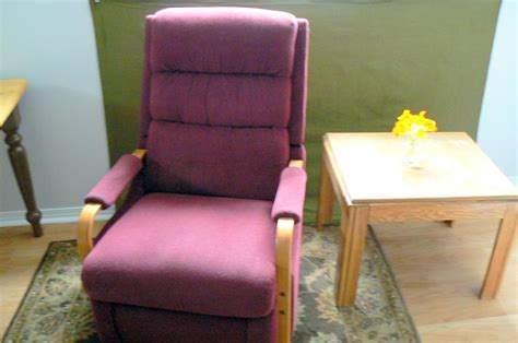 recliner that stands you up recliner chairs help you stand up recliner chair that