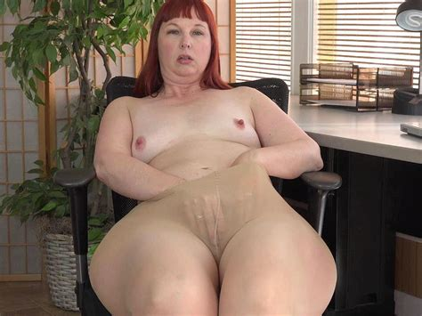 American Milf Scarlett Spreads Her Thunder Thighs Porn Bf