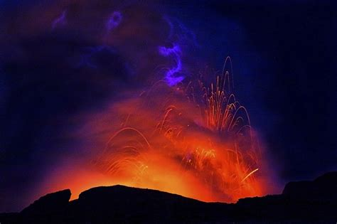 rainbow lava l multicolor amazing pictures of hawaii 39 s kilauea volcano erupting