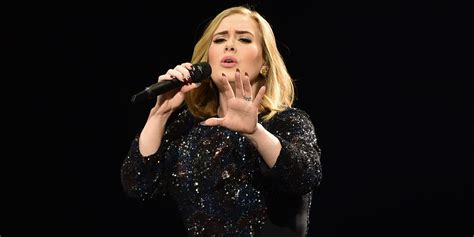 Adele Sings Through Another Technical Failure During All