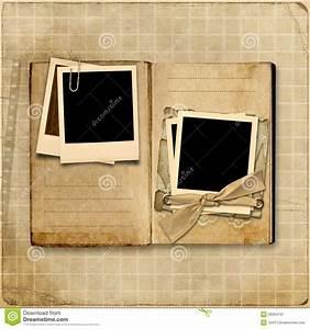 Album Photo Pour Polaroid : album photos de cru avec la pile du polaro d image stock image 26354131 ~ Teatrodelosmanantiales.com Idées de Décoration