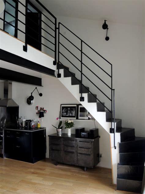 escalier entre cuisine et salon aménager l espace sous escalier avec goût visite