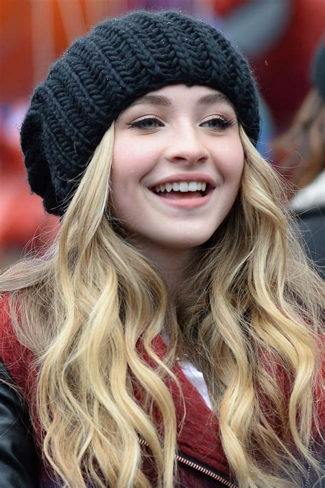 sabrina carpenter   macys thanksgiving day parade