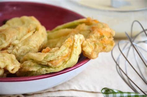 fiori di zucca ripieni e fritti fiori di zucca fritti ricetta fiori di zucca fritti di