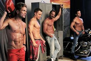PHOTO: Joey Lawrence and Other '90s Hunks Pose Shirtless ...