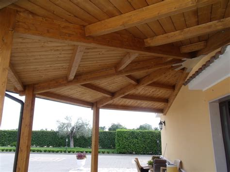 costruire tettoia in legno tettoia in legno coperture in legno lamellare con come