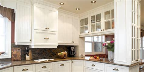 cuisina catalogue blanche armoire cuisine bois érable granit