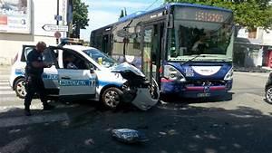 Voiture Police France : photos une voiture de la police municipale percute un bus avignon ~ Maxctalentgroup.com Avis de Voitures