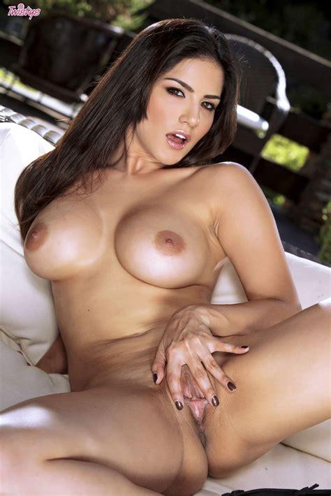 Sunny Leone Naked Outdoors Sexy Teens Naked
