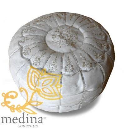 pouf cuir blanc design pouf marocain design arcade en cuir blanc un pouf enti 232 rement en cuir fabriqu 233 et cosu 224 la