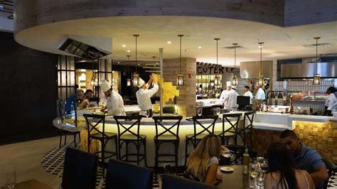 vivo italian kitchen full service  universal citywalk