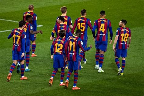 Barcelona back in La Liga title race with late Real ...