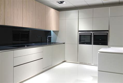 ex display designer kitchens how to buy the best ex display kitchens designinyou 7094