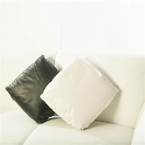 Cuscini Pelle Cuscino Pelle Cuscino In Ecopelle Bianco E Nero Ele Light
