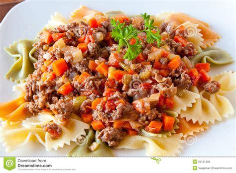 calories pates bolognaise restaurant p 226 tes de farfalle avec de la sauce 224 bolognaise photos libres de droits image 28191338