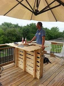 Ideas de mesas de bar para el interior o exterior de la