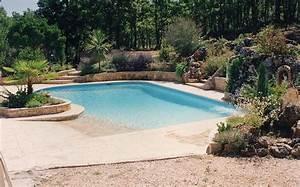 la piscine avec une plage immergee en beton arme monobloc With piscine avec plage californienne