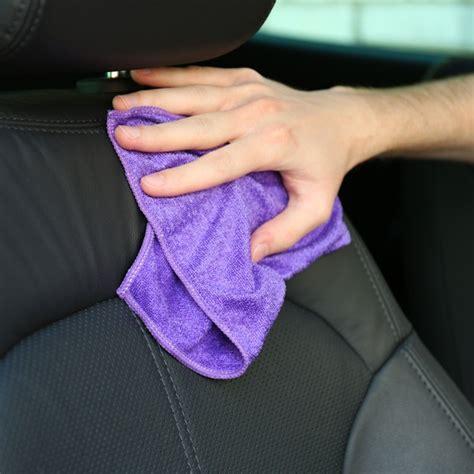 taches siege voiture une tache sur un siège auto comment la nettoyer la