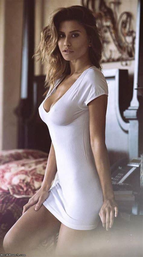 beautiful girls  tight dresses breakbrunch
