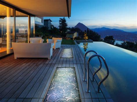 amenager sa terrasse des dalles lumineuses en verre