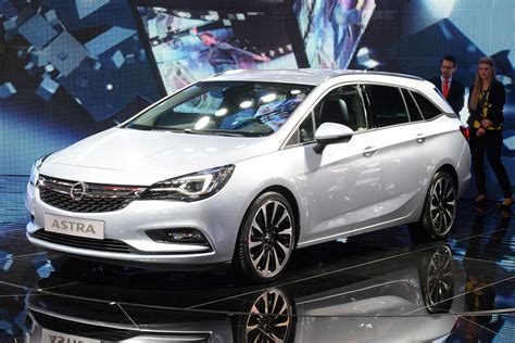 New Vauxhall Astra Sports Tourer estate pictures   Carbuyer