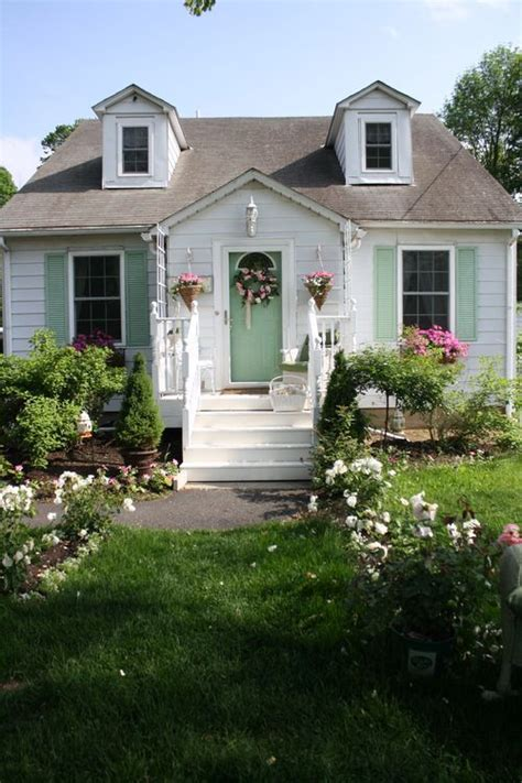 cottages small cottages and exterior paint colors on