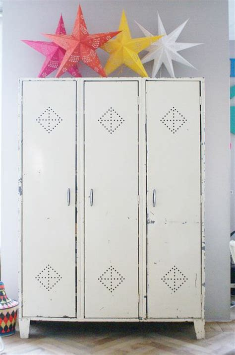 comment decaper une armoire metallique l armoire m 233 tallique apporte l esprit industriel 224 la maison archzine fr