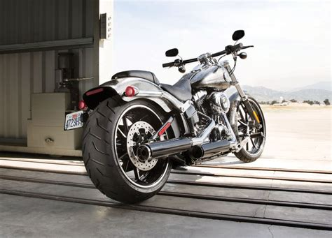 Why Do Some Motorcycles Still Wear Bias-ply Tires?