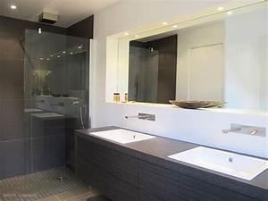 Salle de bain contemporaine meuble vasque en bois douche for Salle de bain design avec vasque en verre rectangulaire