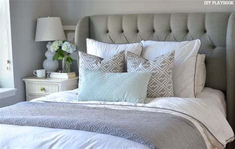 bed pillows on how to arrange shams on your bed diy playbook
