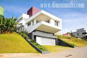 solusi aman   membangun rumah  lahan miring