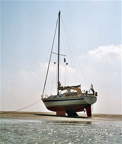 Yacht Sailing Boat Difference by 1000 Images About Keel And Small Sailboats On