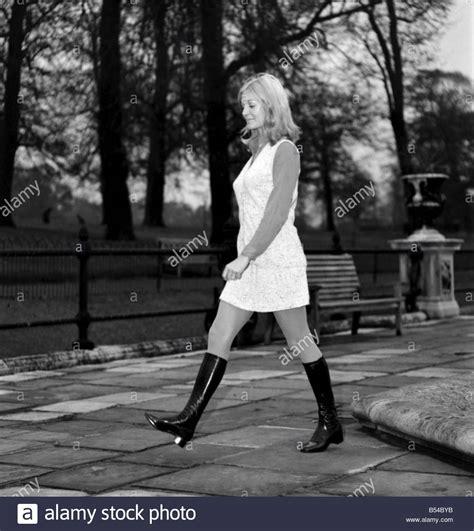 Fashion. Clothing. Woman. Monica Hahn modelling 69/11d ...